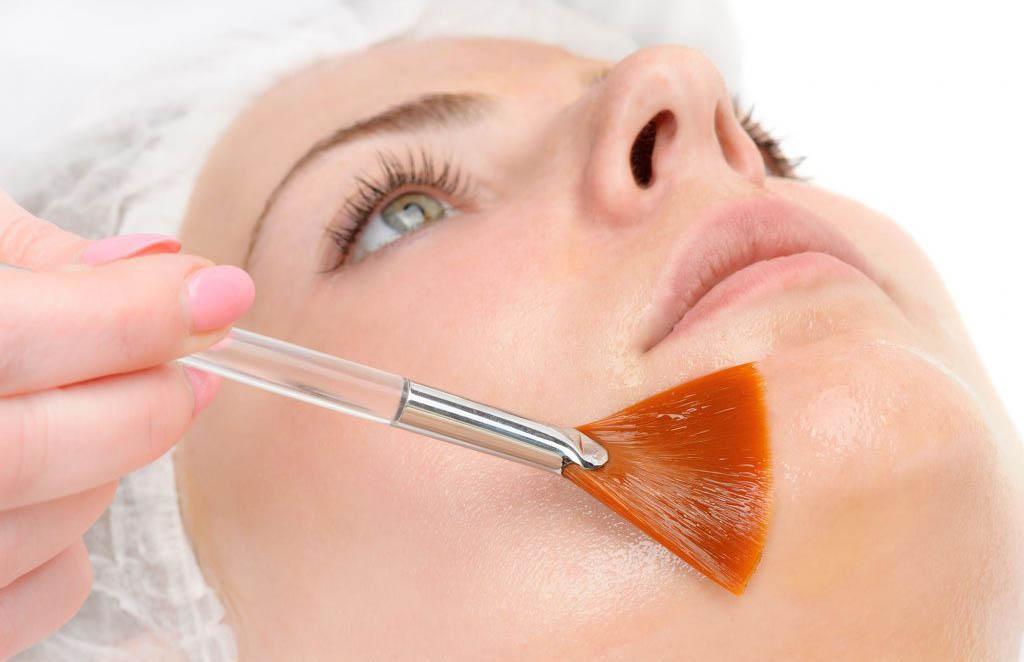 Illustration d'un soin de peeling du visage